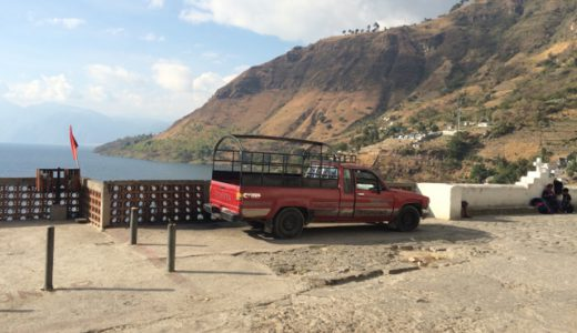 乗り合いバスで、アティトラン湖畔の「職人の村巡り」 , Panajachel, Guatemala