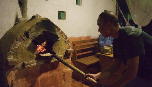 自家製のピザ窯でピザ作り!, San Pedro La Laguna, Guatemala
