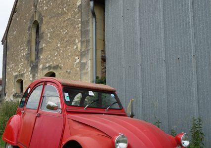 趣味満喫の暮らし。超クラシックカー、シトロエンの2CV , Le Grand Pressigny , France