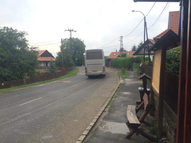 Holloko - 03busstop