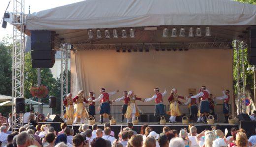 チャンゴーフェスティバルの締めは、博多どんたく的練り歩き , Jászberény , Hungary