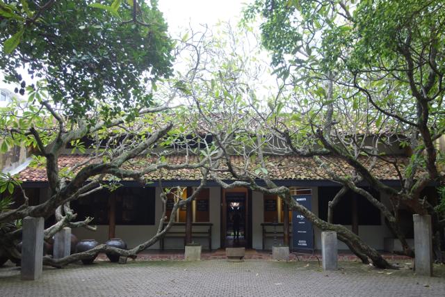 http://paradiseroad.lk/gallery_cafe/