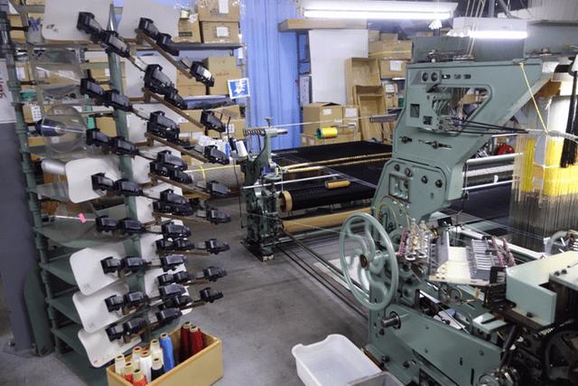 横糸を送る機械