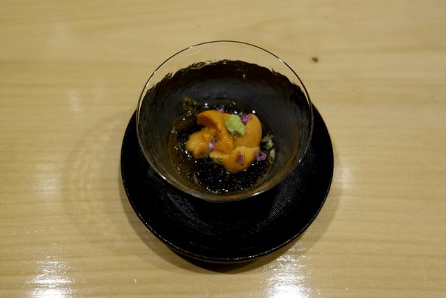 ウニと海ぶどう、もずくの酢の物