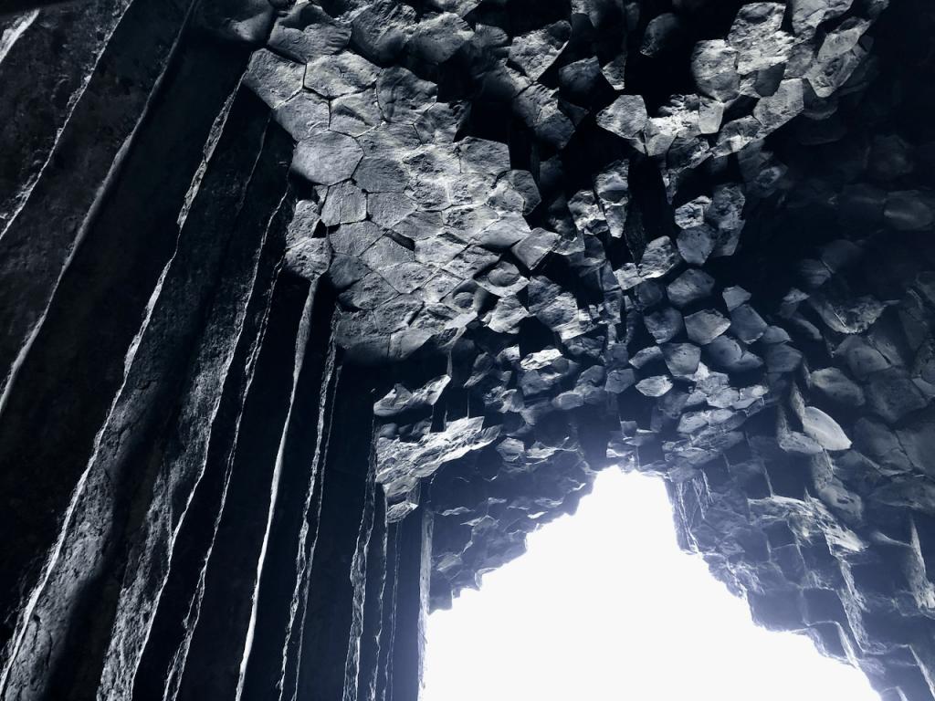 「芥屋の大門」の内部1