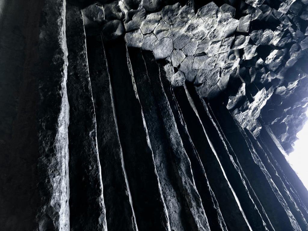「芥屋の大門」の内部2