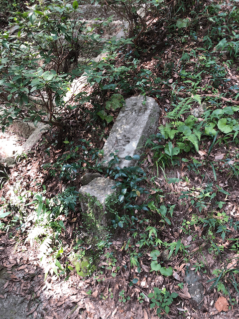 神鹿苑の石柱