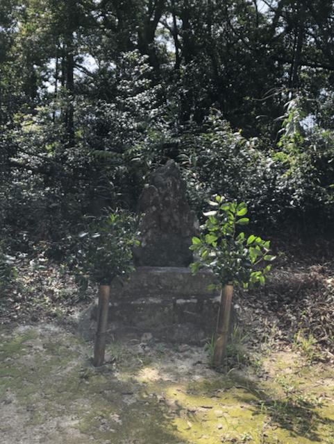 細石(さざれいし)