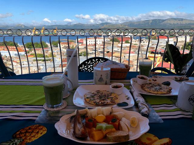 眺めが最高のテラスで、オプションの朝食