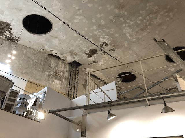 天井のダクト穴