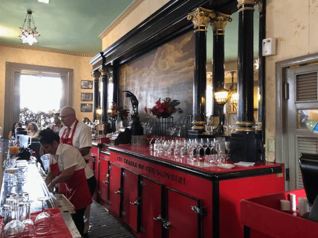 真紅の、グラスの置き台