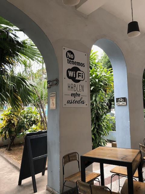 Wi-Fiはないから、話そうよ!