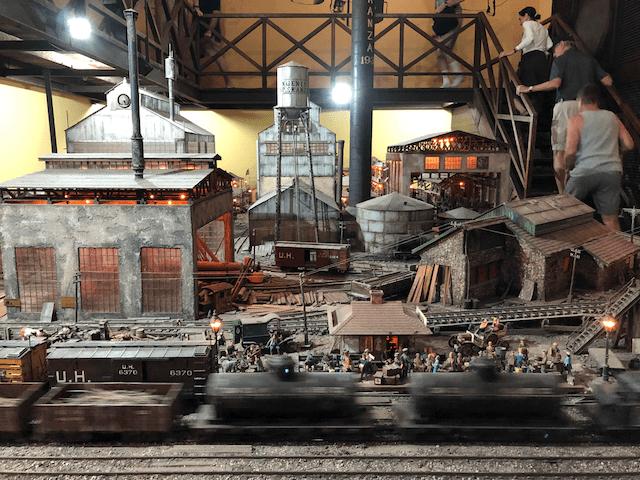 工場のジオラマ模型