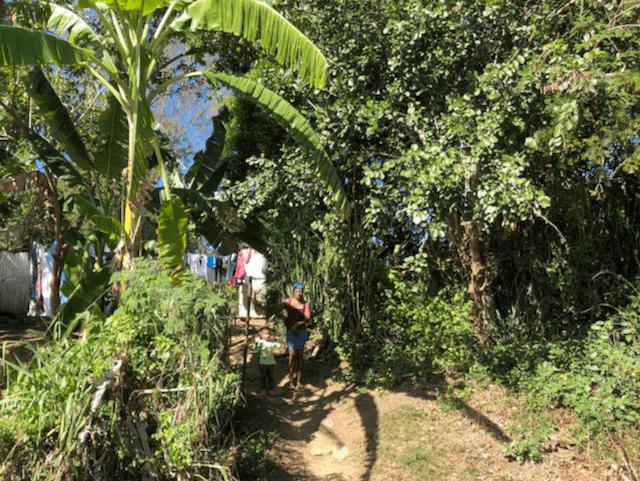 トリニダー郊外の人々の生活